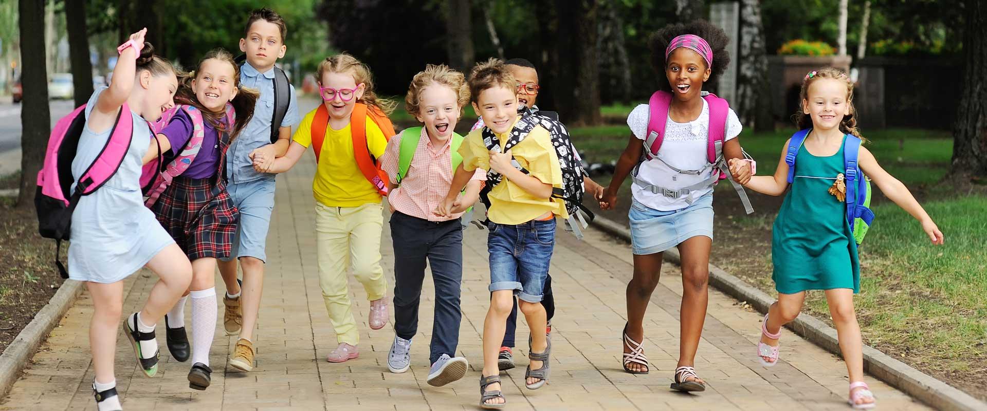Gruppe von Grundschulkindern